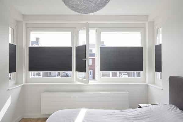 Slaapkamer Gordijnen Verduisterend : Verduisterende raamdecoratie voor de slaapkamer